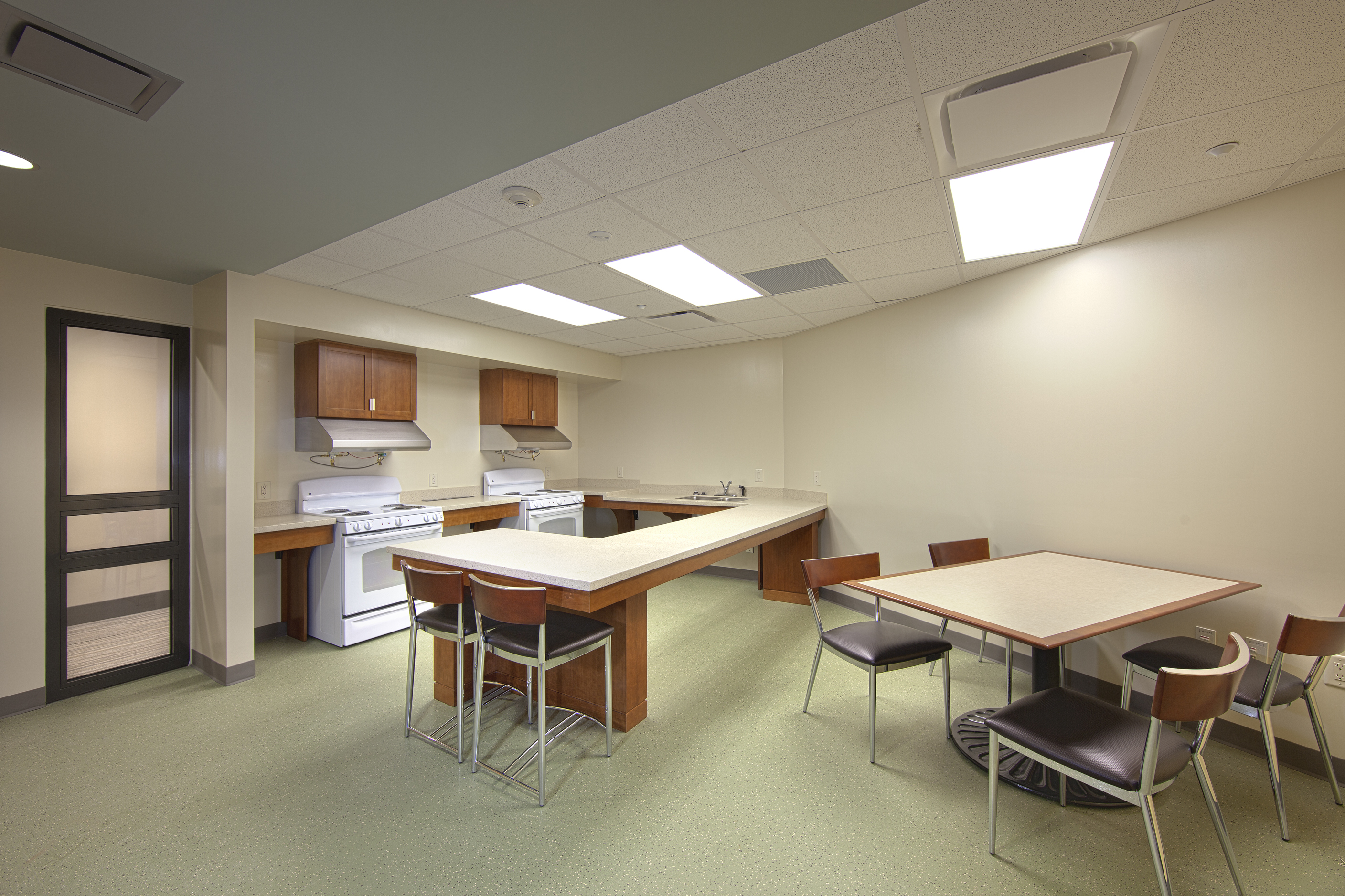 Residence hall 1516 university architects for Kitchen outlays